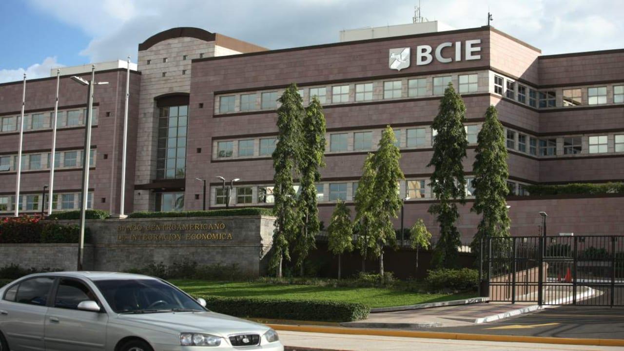 Honduras podrá acceder, si así lo desea, hasta 50 millones de dólares, según el presidente del BCIE, Dante Mossi.