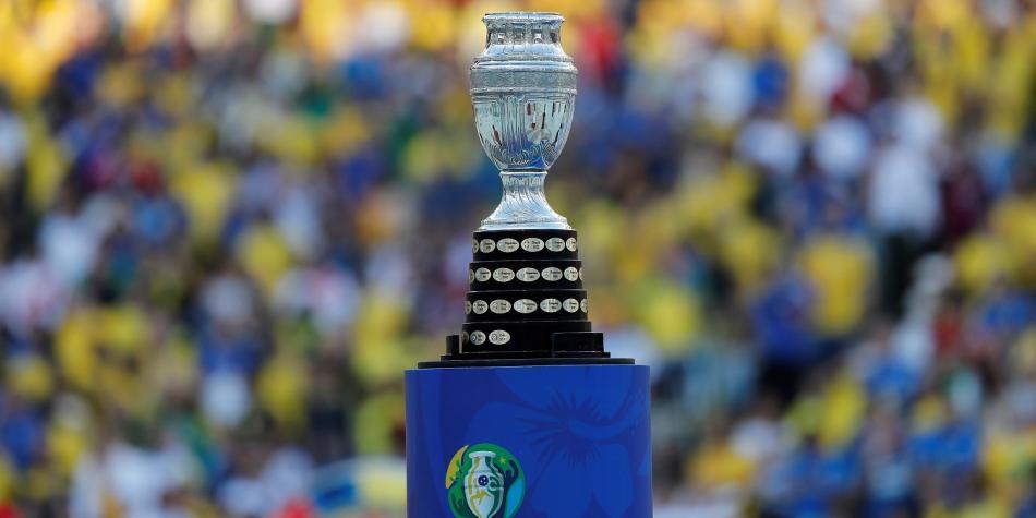 La idea de jugar este año la Copa América era la de unificar los calendarios con la de la Eurocopa y no fuera en años distintos, como se venía haciendo.