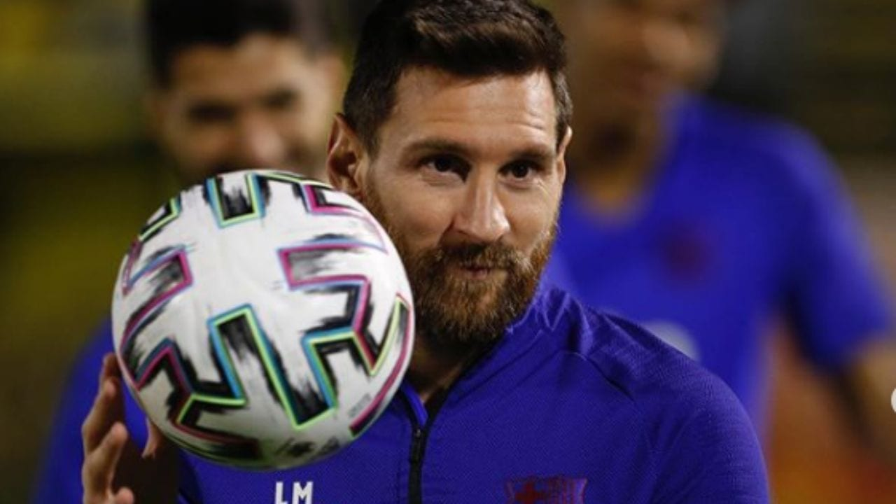 Con una foto junto a dos de sus tres hijos, Mateo y Ciro Messi, el 10 de la selección argentina añadió que este es el momento de ser responsable y quedarse en casa