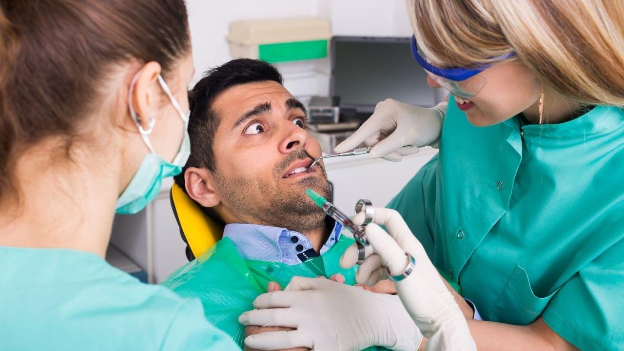 Hay varias técnicas seguras y prácticas que pueden lograr que el cuidado dental sea menos estresante, incluso el uso de medicación
