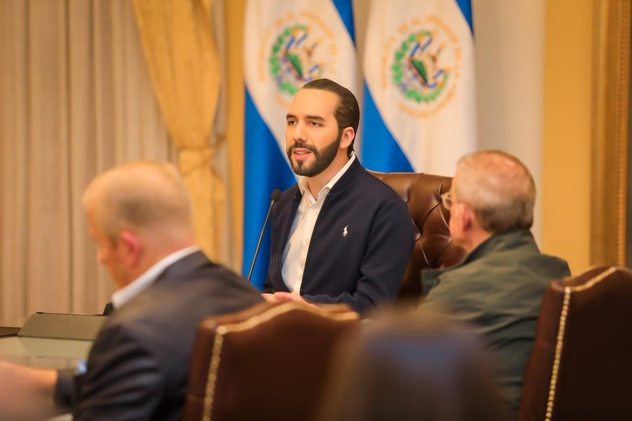 El mandatario salvadoreño aseguró que iniciarán la construcción del hospital para tratar el covid-19