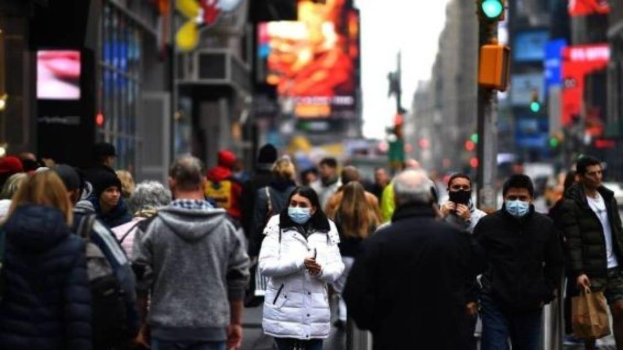 """El virus """"parece cumplir con la definición legal de un 'agente biológico'"""", dijo el fiscal general adjunto, Jeffrey Rosen."""