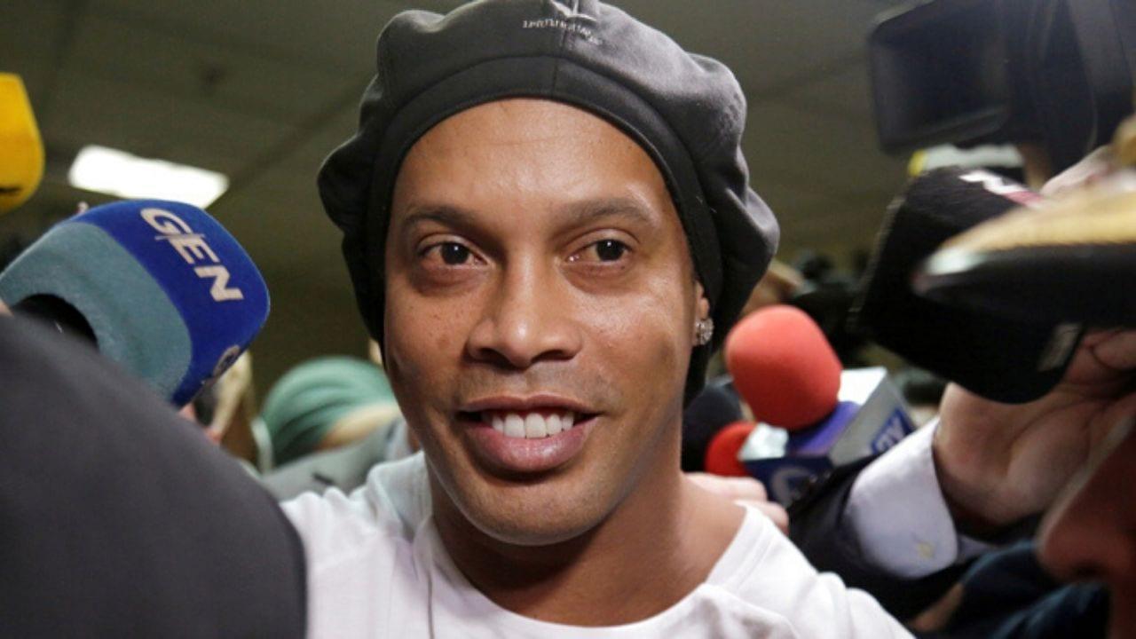 Ronaldinho guarda prisión junto a su hermano desde hace dos semanas, cuando fueron sorprendidos ingresando al país con pasaportes falsos