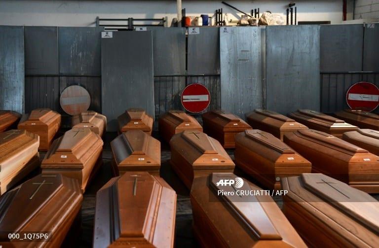 El número total de fallecimientos en Italia suma 9 mil 134, con un aumento de 969 con respecto al jueves