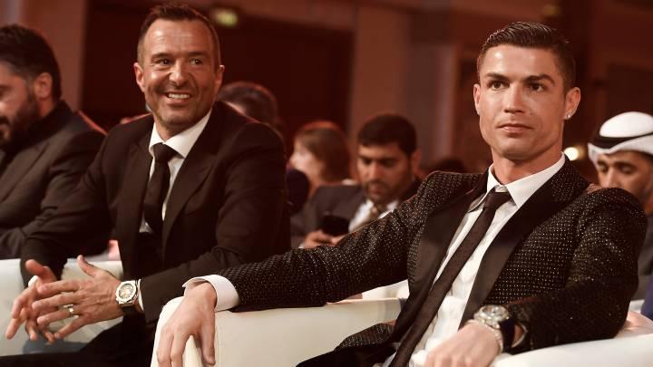 La estrella de la Juventus, Cristiano Ronaldo junto a su representante Jorge Mendes, han dotado al Hospital de Santa María en Lisboa y al de San Antonio en Oporto de sendas zonas de cuidados intensivos para combatir la crisis del Covid-19.