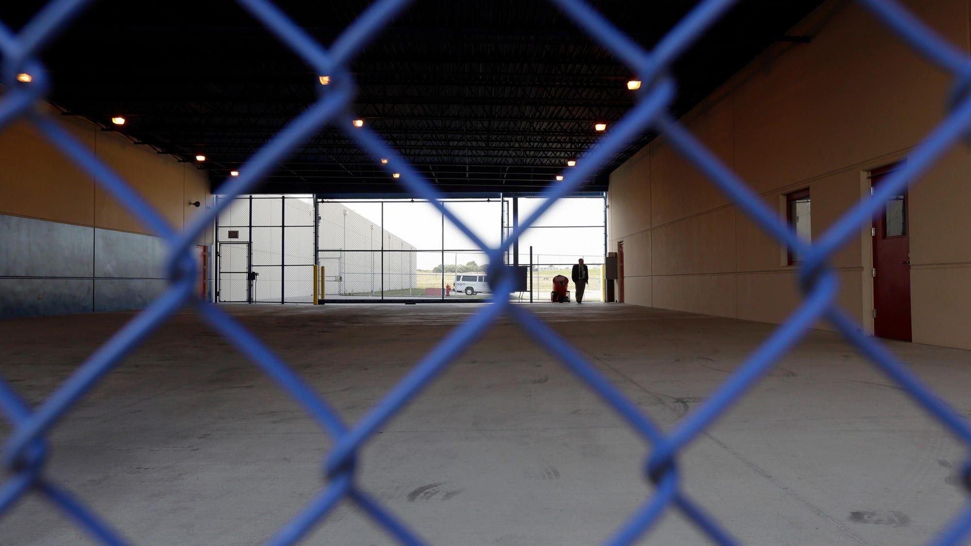 Un  hondureño de 27 años, se quitó la vida en el interior de un centro de detención para familias del Servicio de Inmigración y Aduanas (ICE por sus siglas en inglés).