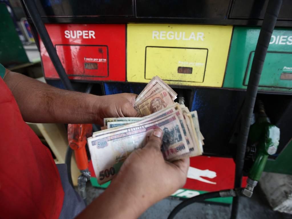 A partir del lunes 30 de marzo, los precios de las gasolinas podrán reflejar una rebaja de más de los seis lempiras.