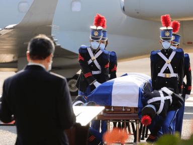 Con honores y protocolos de la OMS fueron recibidos los restos del Expresidente Callejas
