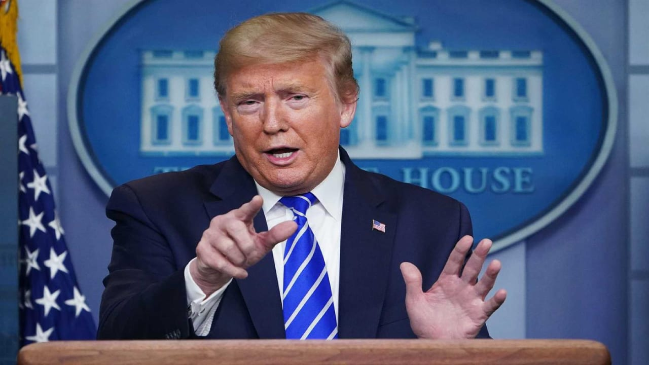 """El método sugerido por el presidente estadounidense """"¡mataría al virus y a los pacientes!"""", señala un investigador francés."""
