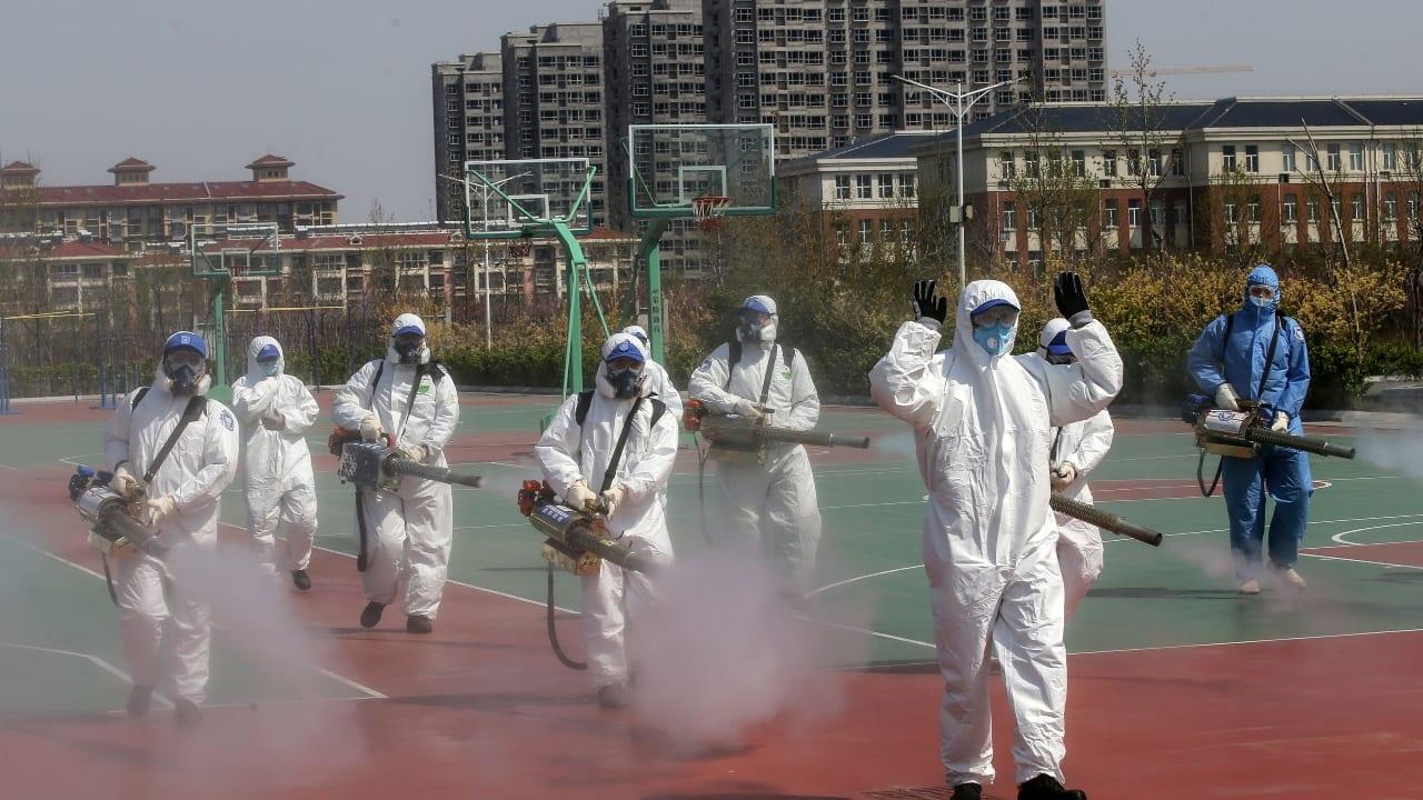 China elevó su número de muertes un 50 por ciento más de lo que había registrado anteriormente