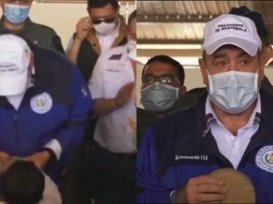 Coronavirus: Presidente de Guatemala llora al recibir de un niño de cuatro años sus ahorros en una alcancía para ayudar a combatir el covid-19