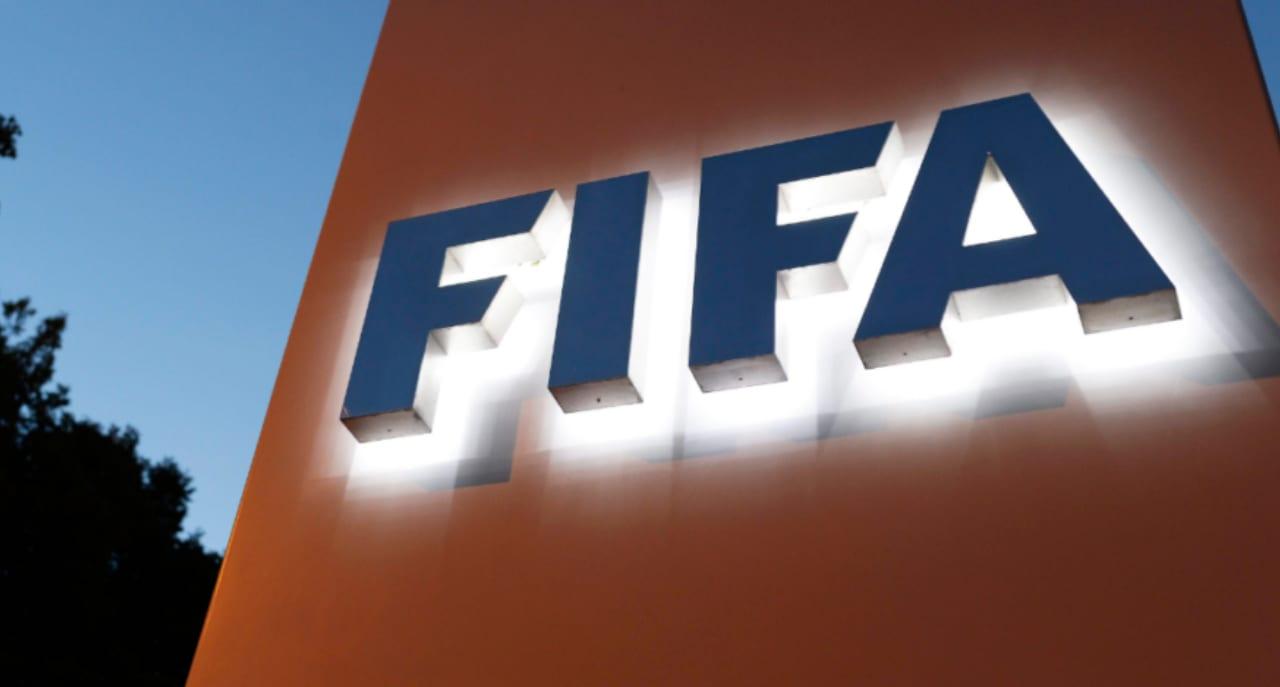 Los futbolistas que tienen contrato hasta el 30 de junio permanecerán en sus clubes hasta la finalización de la temporada