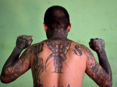 Videos muestran a pandilleros castigar cruelmente a quienes violan la cuarentena en El Salvador