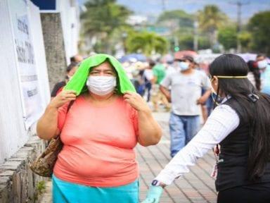 Nayib Bukele pide perdón a salvadoreños por aglomeración en cuarentena para reclamar subsidio de 300 dólares