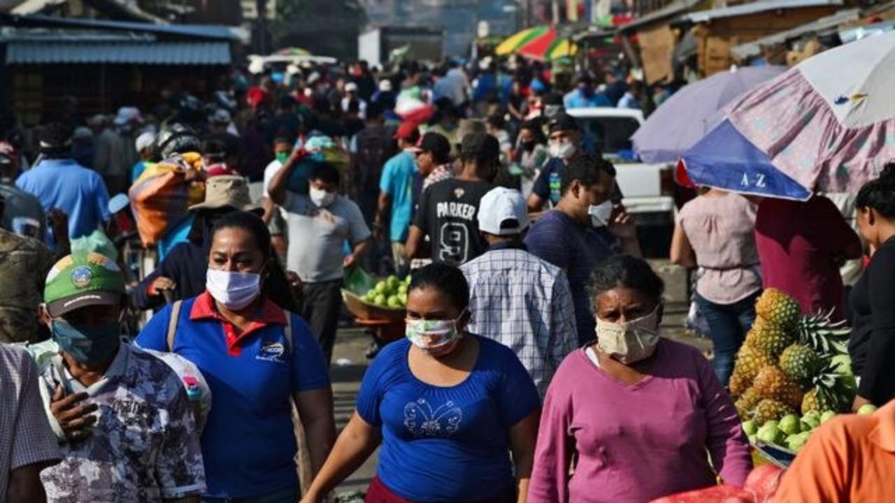 El doctor expuso la peligrosidad de la fase que se comenzará en el país en especial a los pobladores de San Pedro Sula y Tegucigalpa.