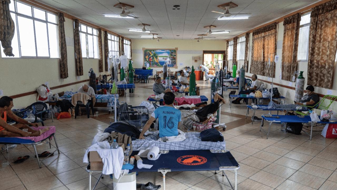 La falta de oxígeno en los hospitales para los pacientes de coronavirus, una enfermedad respiratoria, es uno de los mayores problemas del sistema sanitario de esta zona.