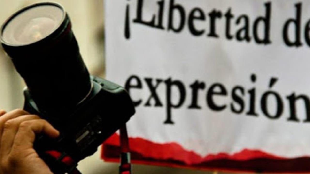 """""""Las cadenas son importantes, en alguna medida ayudan a mantener en alerta o informar sobre lo que está sucediendo, pero utilizarlas para temas superfluos me parece un abuso y sigue siendo una forma de control estatal sobre la información"""", dijo Dagoberto Rodríguez, presidente del gremio periodístico."""