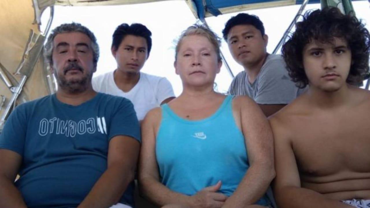 """""""Estoy a 20 metros de la playa y no la puedo tocar"""", debido al confinamiento, dice el dueño del velero, ante prohibición de salir del bote."""