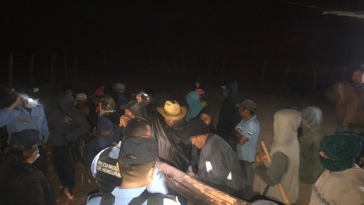Los pobladores de La Paz temen contagiarse del covid-19 y mantienen un retén para prohibir el ingreso a sus municipios.