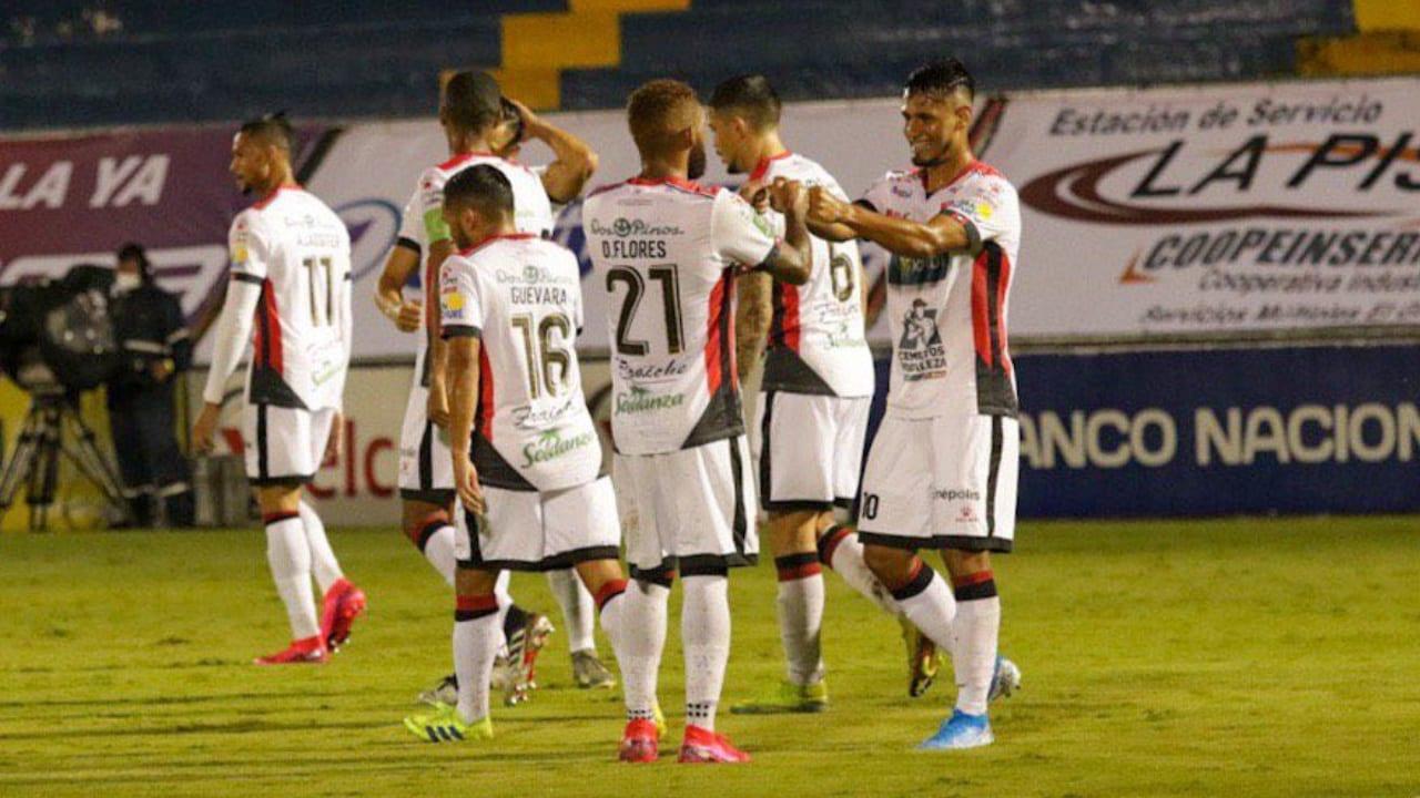 El legionario hondureño celebró con anotación su histórico juego 100 con la camiseta de la Liga Alajuelense