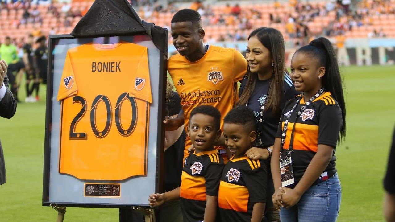 El  legionario que lleva 8 años en el Houston Dynamo, también dio a conocer la lista de sus familiares que han jugado en la Liga Nacional.