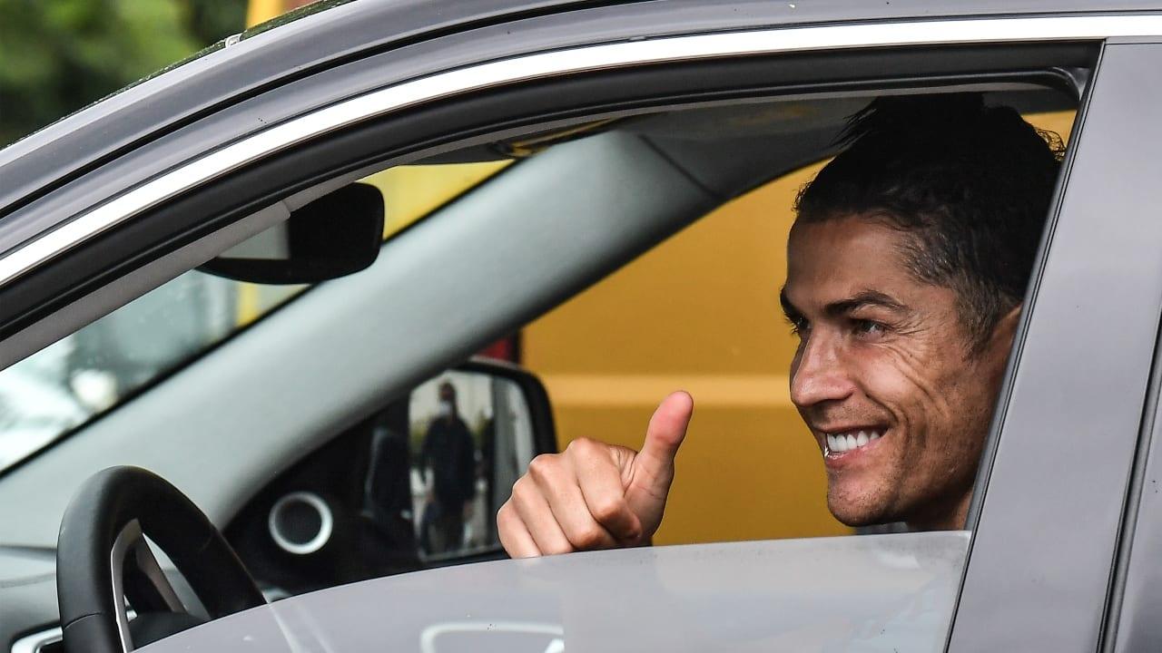 El futbolista regresó a Italia tras haber pasado la cuarentena en Madeira, Portugal.