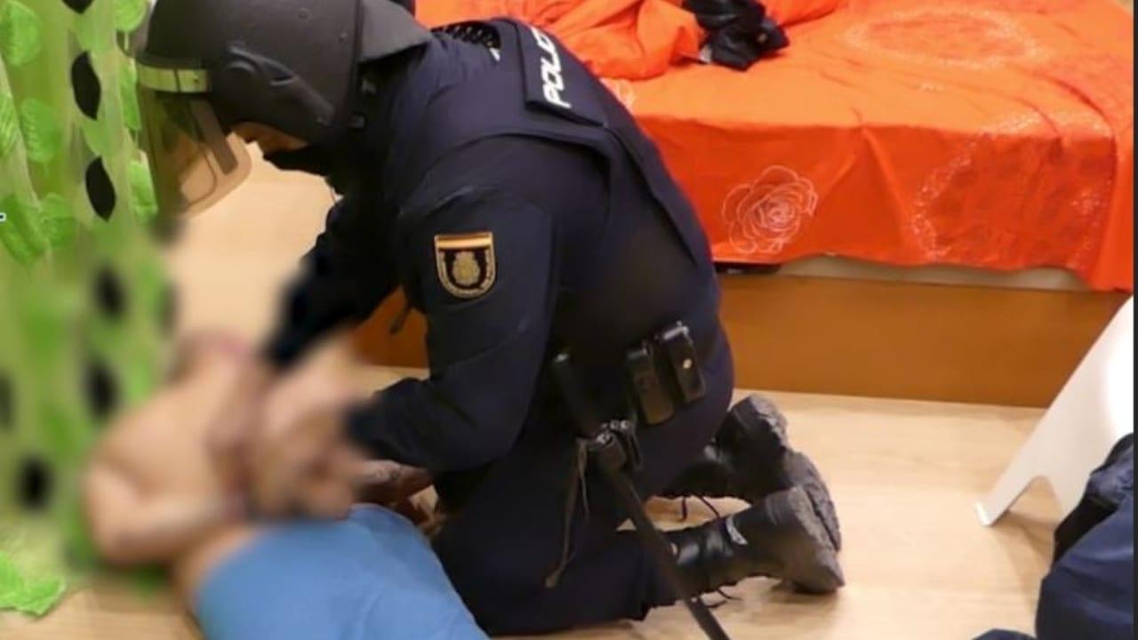 La hondureña fue capturada junto a otras diez personas, quienes según los agentes conformaban la banda.
