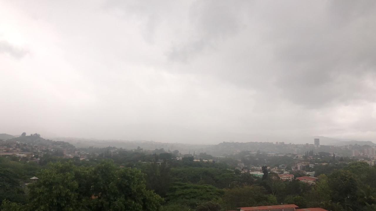 Los 18 departamentos de Honduras se mantienen en alerta verde y amarilla debido a una depresión tropical que amenaza el territorio.