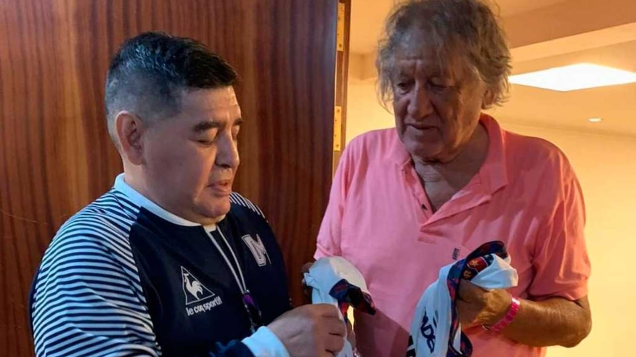 El exfutbolista había sufrido un golpe en la cabeza después de que dos jóvenes le robaran la bicicleta el miércoles.