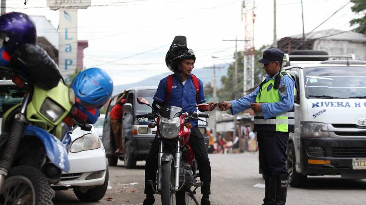 El portavoz reveló que la multa impuesta por el decomiso de la licencia de conducir asciende a los 600 lempiras.