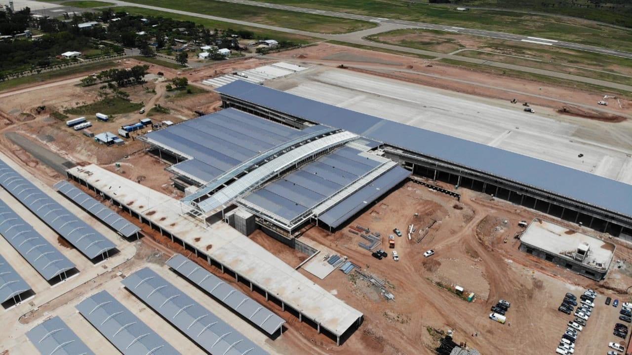 Los trabajos de construcción de Palmerola reiniciaron el lunes bajo estrictas medidas de bioseguridad.
