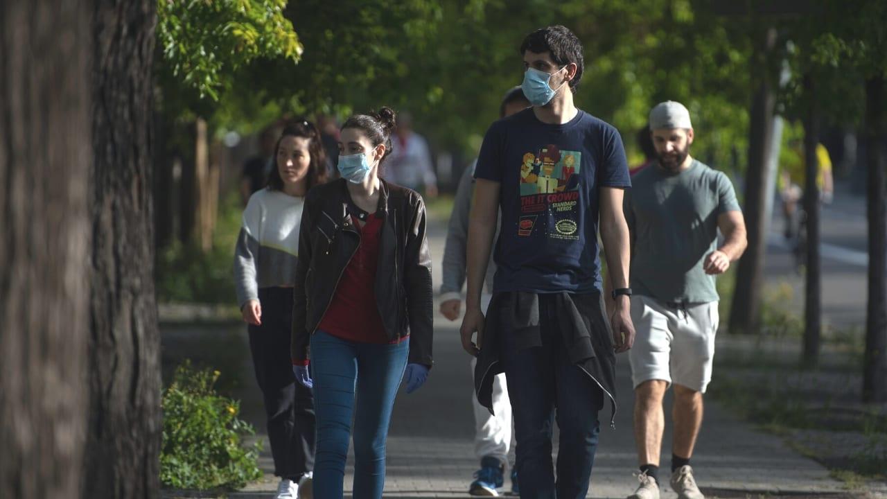 """Autoridades españolas están tratando de regresar a las personas a las calles, reactivando ordenada e inteligentemente la vuelta a la """"normalidad"""""""