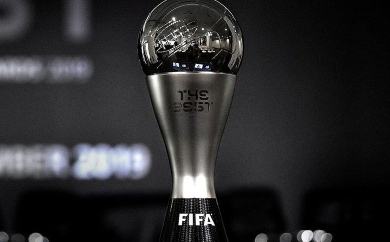 También están en duda, la Bota de Oro al máximo goleador de Europa y el Balón de Oro, galardón al mejor jugador que France Football entrega desde 1956.