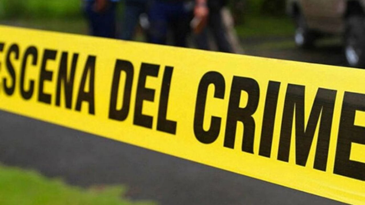 De acuerdo con la información preliminar, son dos personas las fallecidas en este ataque criminal dentro de la vivienda del exparlamentario.