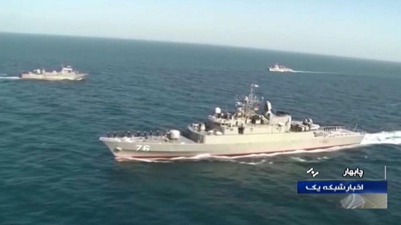 """Según la televisión estatal iraní y la agencia de noticias Tasnim, el """"Konarak"""" fue """"alcanzado con un misil"""" lanzado por otro barco iraní."""