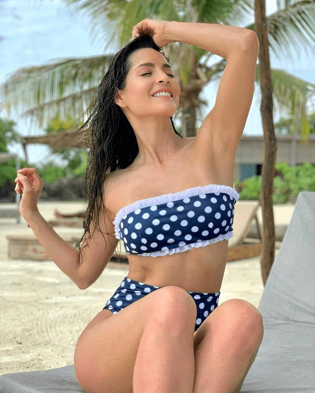 El reguetón de la vieja escuela está de moda y la actriz colombiana lo sabe.