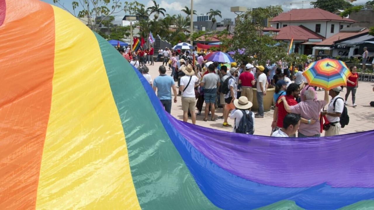 Para los costarricenses esto significa un paso más de igualdad, democracia y avance como sociedad, pese a ser Estado católico