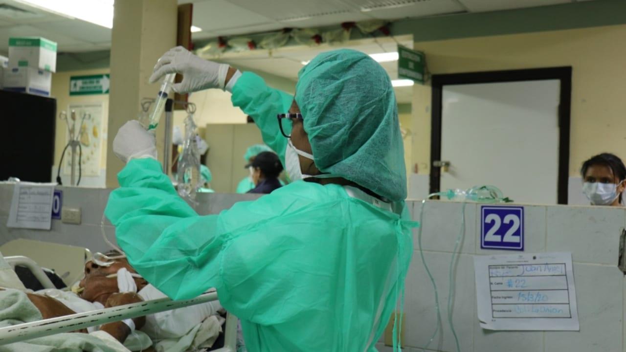 """""""Si las personas cumplieran con las indicaciones nosotros estaríamos menos preocupados"""", dijo José Medina, director del hospital Leonardo Martínez."""