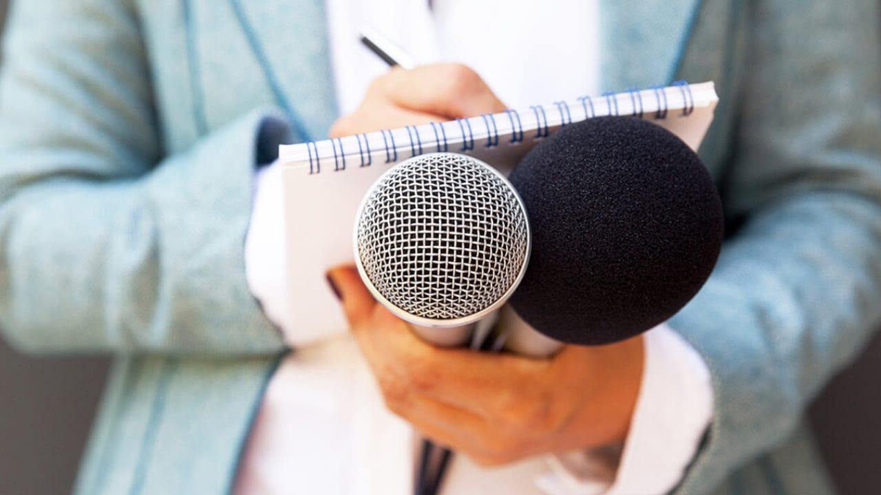 El covid-19 vino a sacar al periodismo relajado, para acudir a la academia y a la ciencia y un balance informativo, coinciden comunicadores.