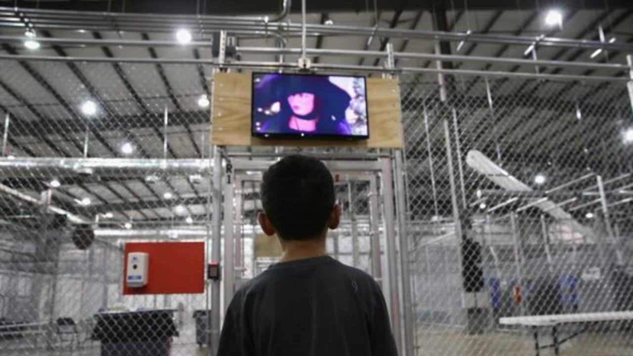 Las autoridades federales tienen bajo su custodia a unos 1,600 inmigrantes menores de edad.