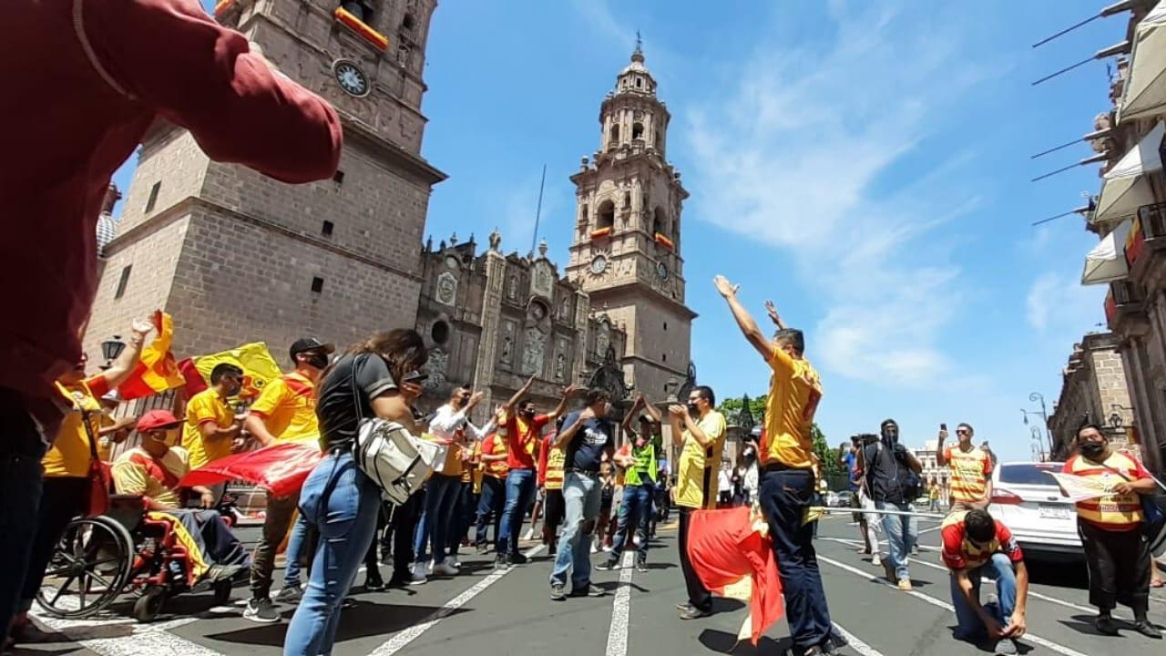 La afición del exequipo de Carlos Pavón reaccionó el domingo en contra ante rumores que les quitarán la franquicia para llevarla a Mazatlán