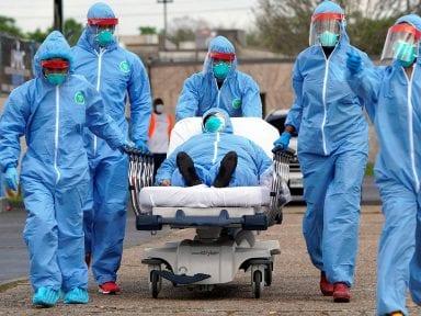"""El amargo """"Corredor del dolor"""" donde médicos de El Salvador se debaten entre la vida y la muerte por el covid-19"""