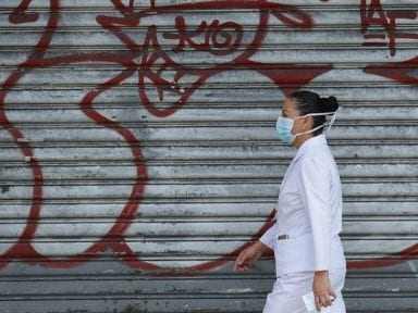 """Tenés 24 horas para irte de tu casa"" advierten pandilleros de El Salvador a médicos"