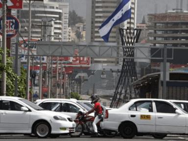 Taxistas piden al Presidente Hernández que pago de matrícula vehicular sólo sea para hondureños con empleo