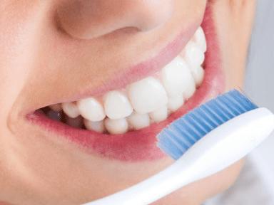 ¡No lavar tus dientes después de comer! 10 consejos para tener dientes más blancos