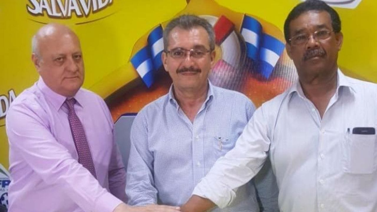 Mediante un comunicado, las autoridades de la Liga Nacional reaccionaron ante la solicitud de al menos seis equipos que piden la renuncia de Guzmán.