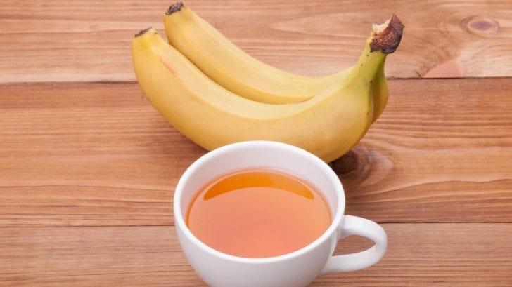La insólita razón por la que deberías hervir un plátano y comértelo antes de irte a dormir