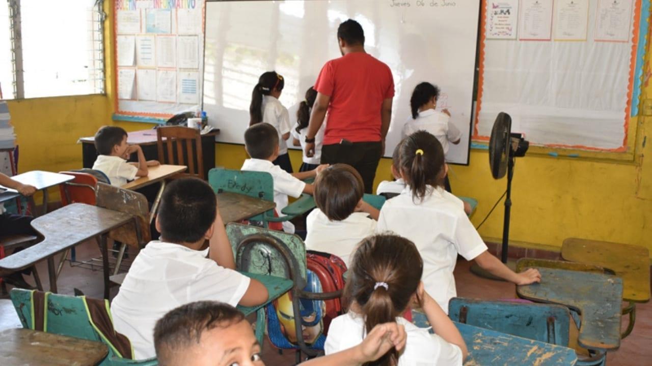 Los centros escolares requieren una inversión millonaria para adaptarlos y así evitar contagios por aglomeración de estudiantes