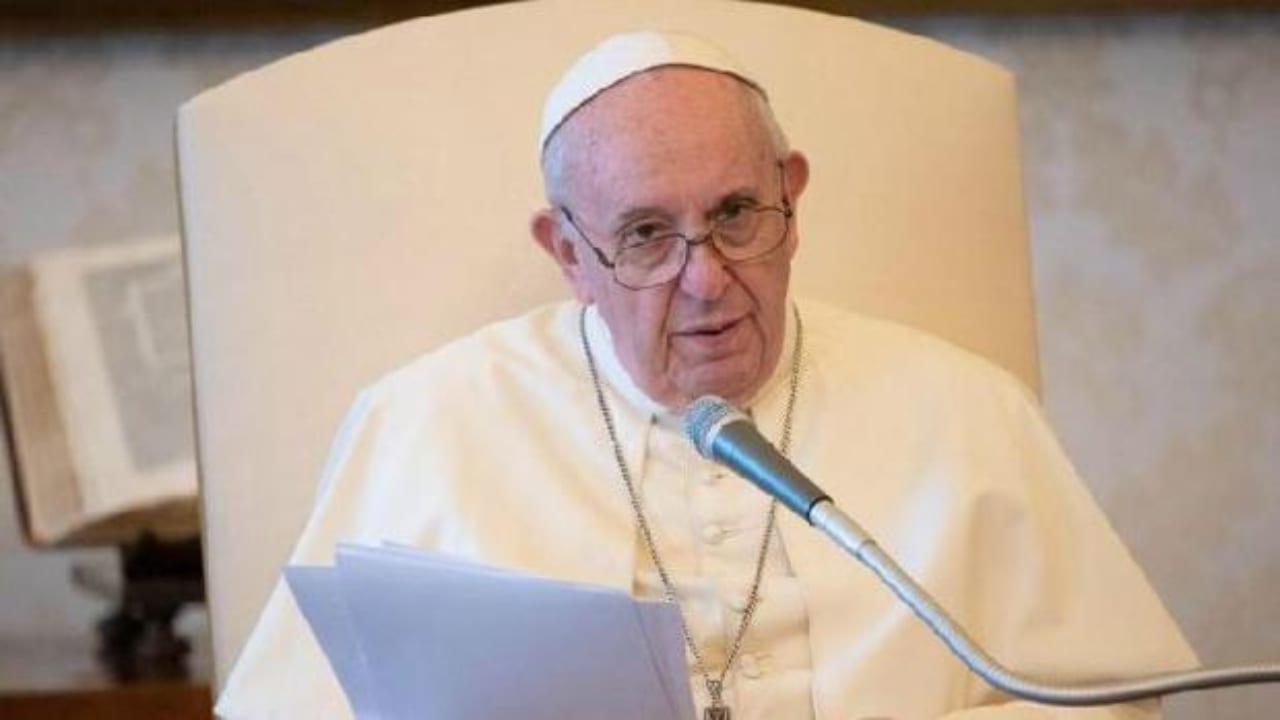 """""""Jesús nos exhorta  al poder del perdón, porque no todo en la vida se resuelve con la justicia, es necesario el amor misericordioso"""", manifestó el Papa."""