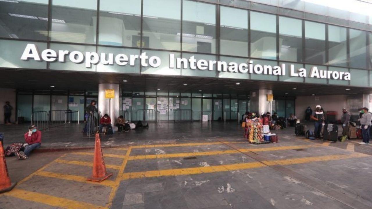 Guatemala tendrá un laboratorio de virología en el aeropuerto La Aurora donde el personal sanitario hará las pruebas PCR a los viajantes.